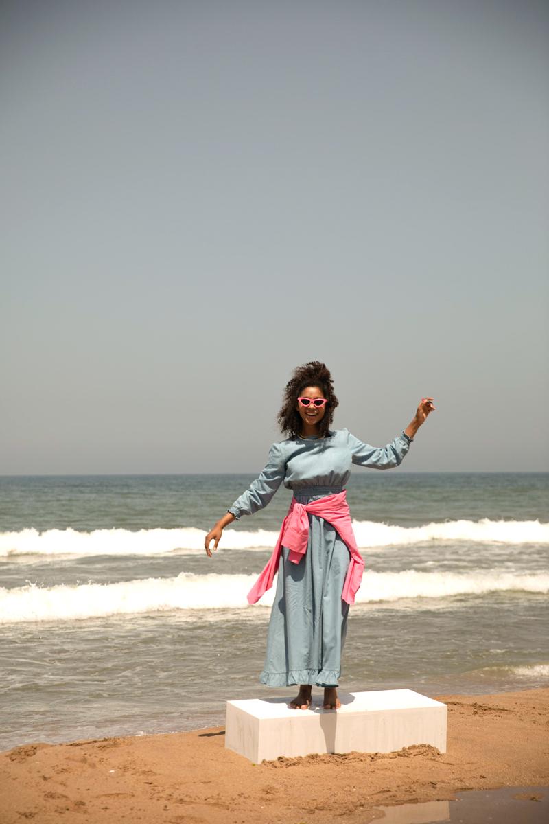 Bel ve Kol Büzgülü Jean Elbise