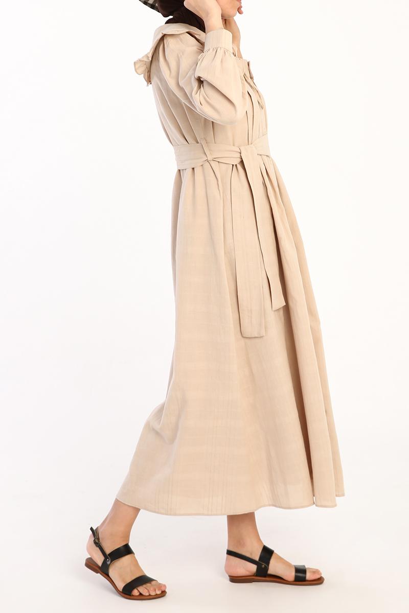 Geniş Yakalı Düğmeli Elbise