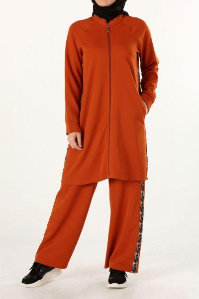 Şeritli Fermuarlı Pantolonlu Takım