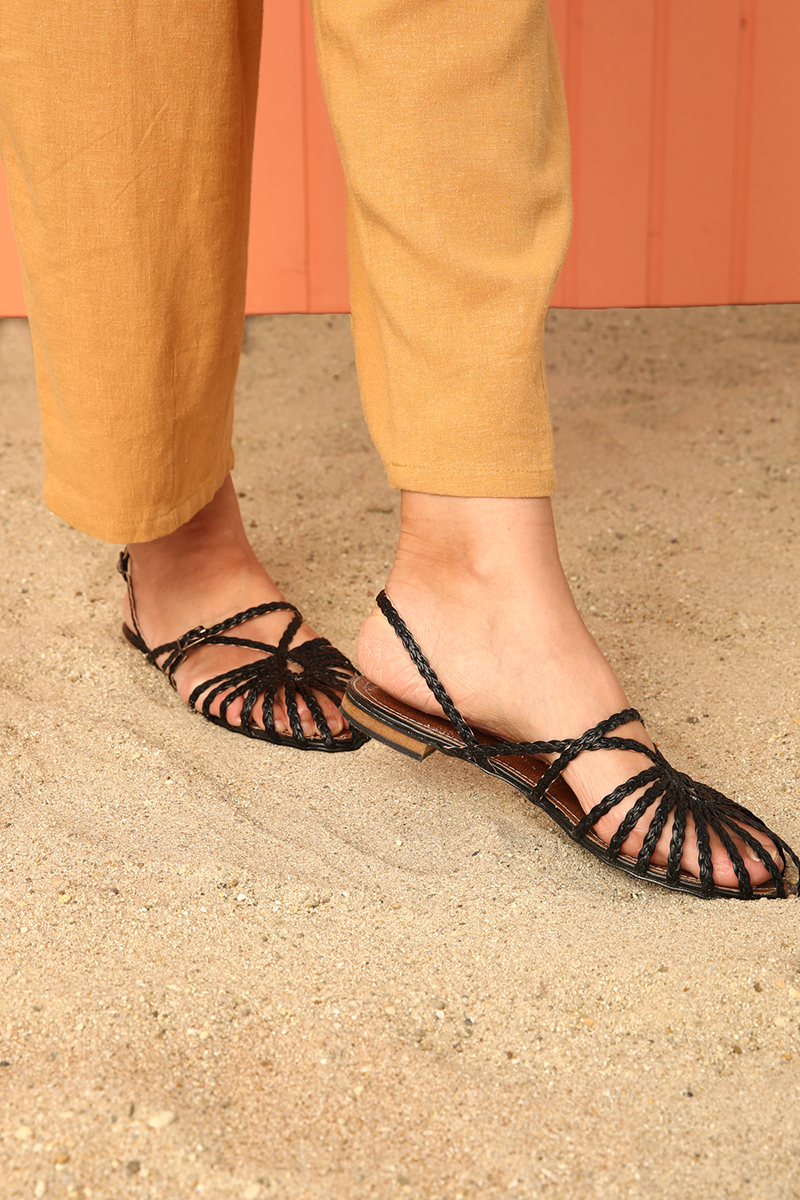 Örgü Detaylı Sandalet