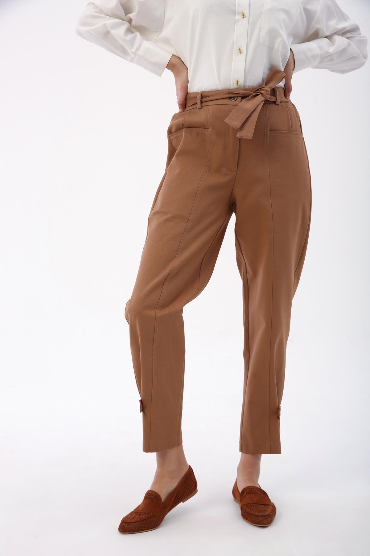 Paça Düğme Detaylı Bel Lastikli Kemerli Pantolon