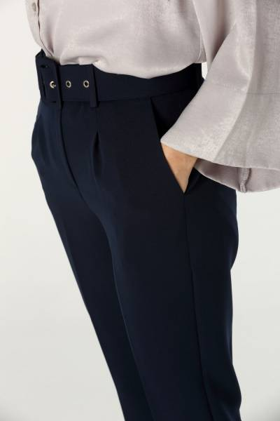 Pileli Kemerli Pantolon