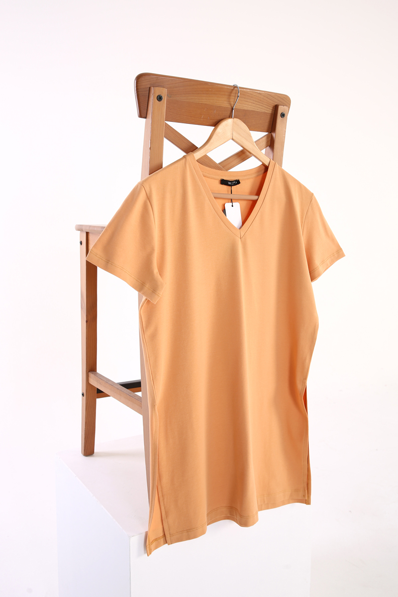 Yırtmaçlı V Yaka Basic Pamuklu T-Shirt