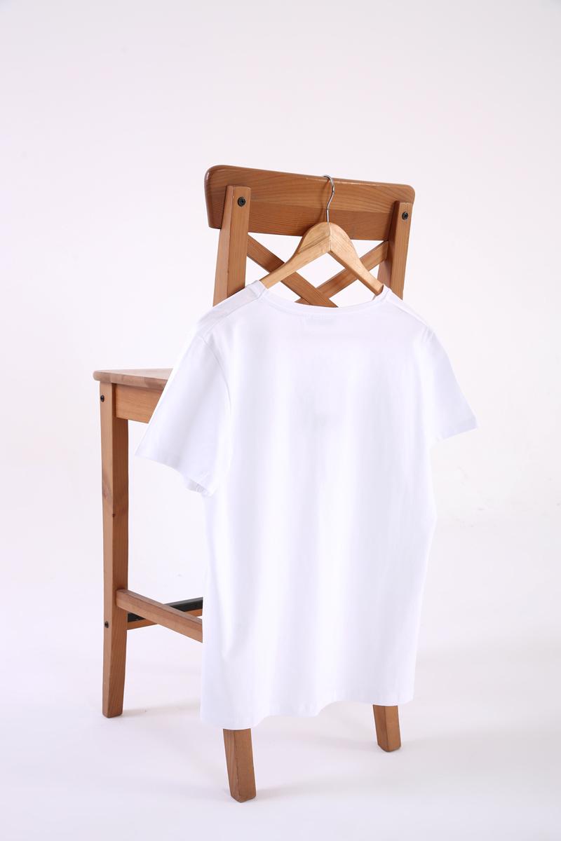 V Yaka Kısa Kollu Basic T-Shirt