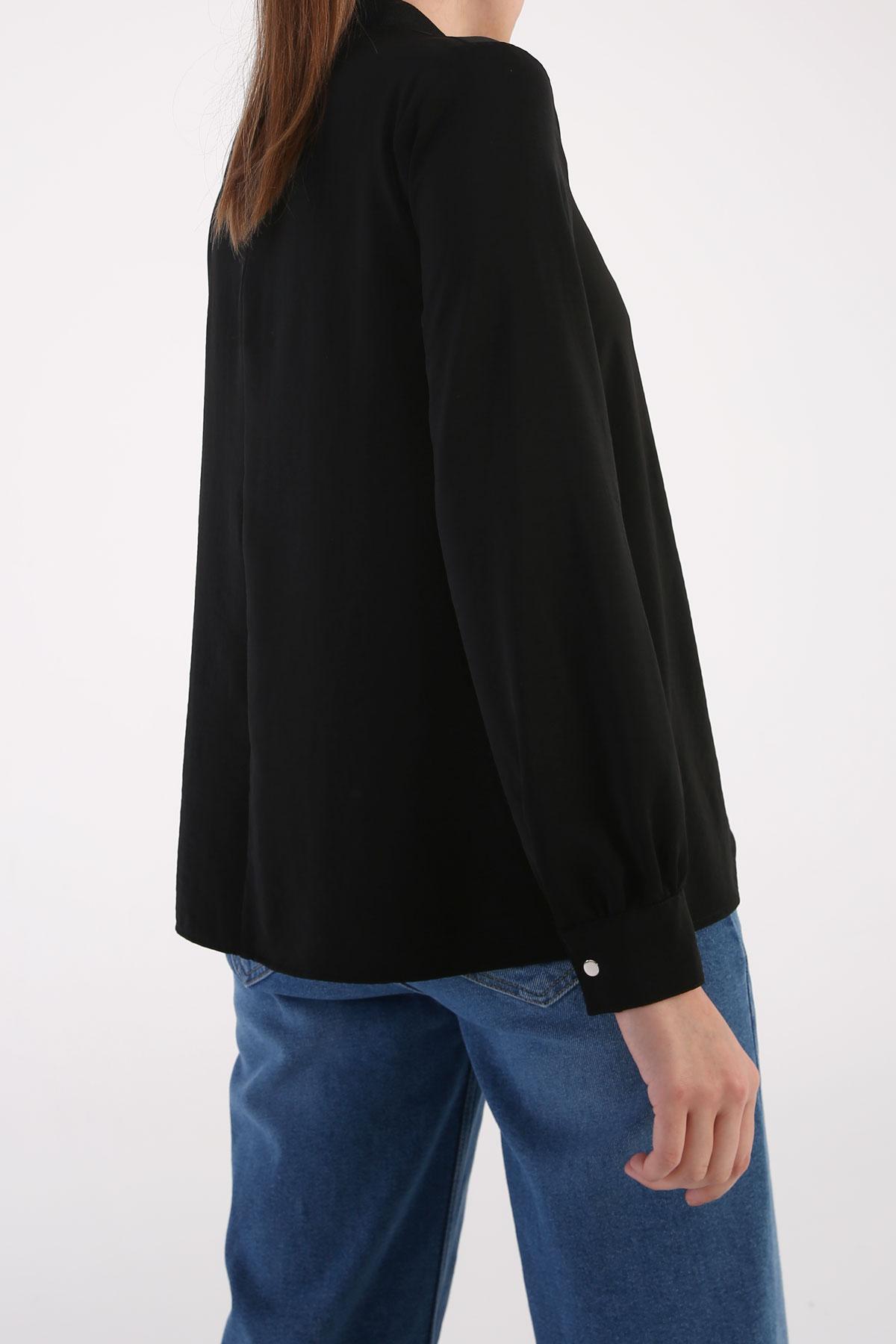 Yakası Ribanalı Fermuarlı Bluz